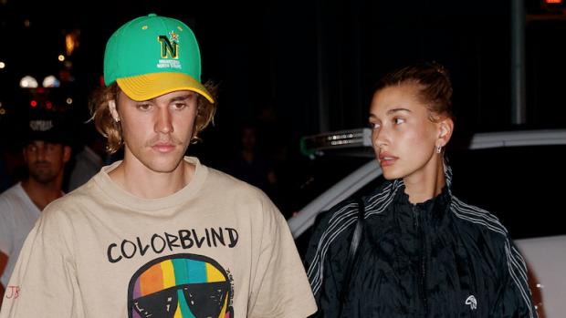 Gespot: Justin Bieber in jasje van Nederlandse kunstenares