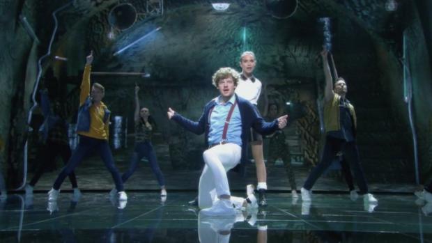 Holly Mae Brood en Soy Kroon geven alles in Dance Dance Dance