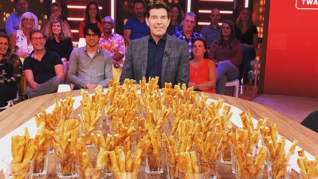 Twan Huys reageert op ontbreken kaasstengels bij RTL Late Night