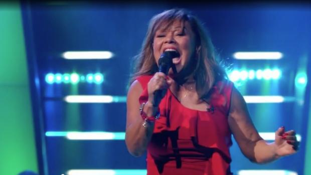 Annet rockt als Tina Turner bij The Voice Senior