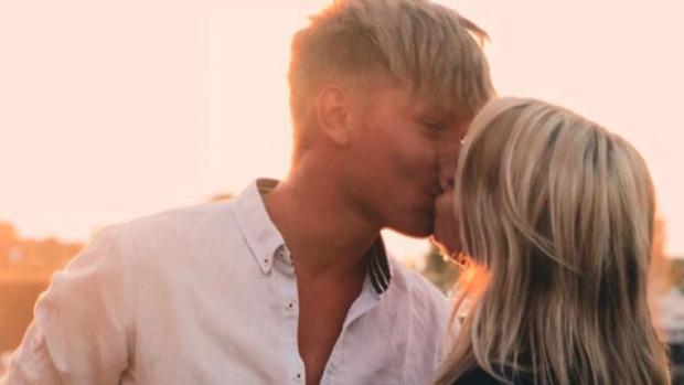 Na breuk met Enzo Knol: Dee weer gelukkig in de liefde