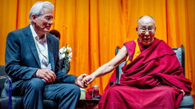 Dalai Lama zegent ongeboren kindje Richard Gere