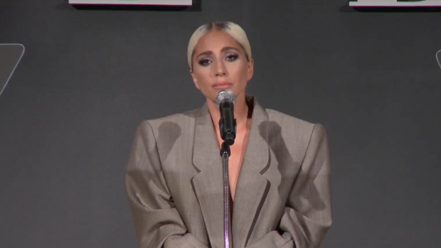 Lady Gaga geeft emotionele speech