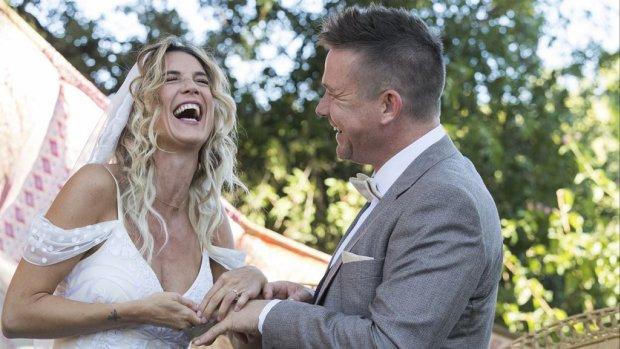 Johnny de Mol stelt huwelijksreis uit