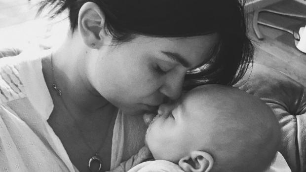 Baby Fender zegt voor de eerste keer 'mama'