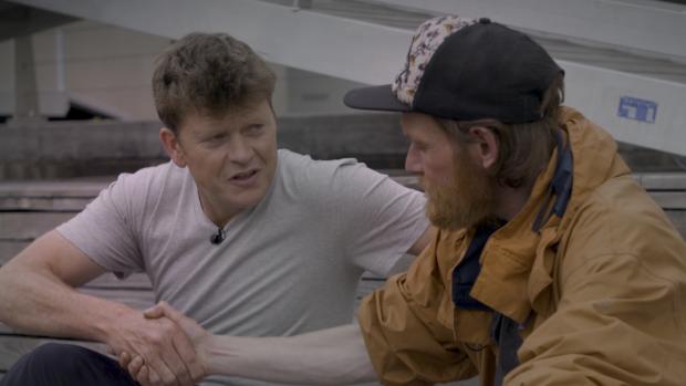 Beau van Erven Dorens bezorgt dakloze Patrick een droompaleisje