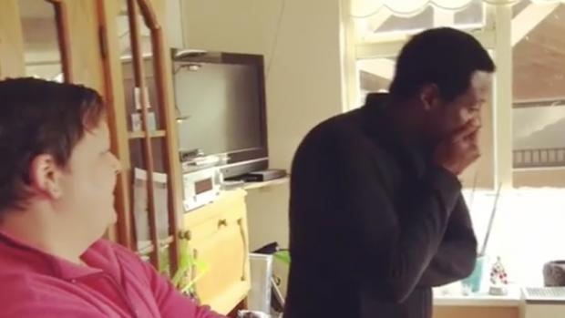John Williams gaat bijna over zijn nek tijdens opnames