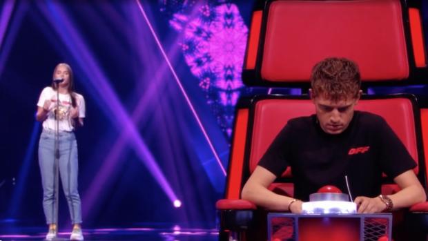 Lil' Kleine maakt grote fout tijdens The Voice