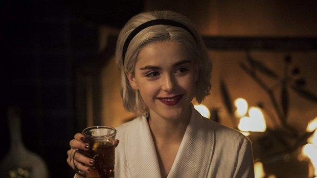 Laat je deze kerst betoveren door de Netflix-special van Sabrina
