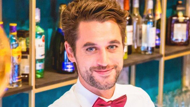 Je kunt nu bediend worden door barman Victor