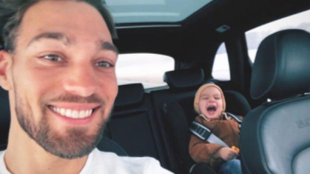 Lief: Zoontje Kjeld Nuis heeft alleen maar oog voor zijn papa