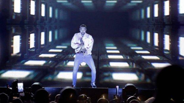 Chris Brown spant lasterzaak aan