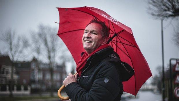 Piet Paulusma schiet vol tijdens cadeau in DWDD