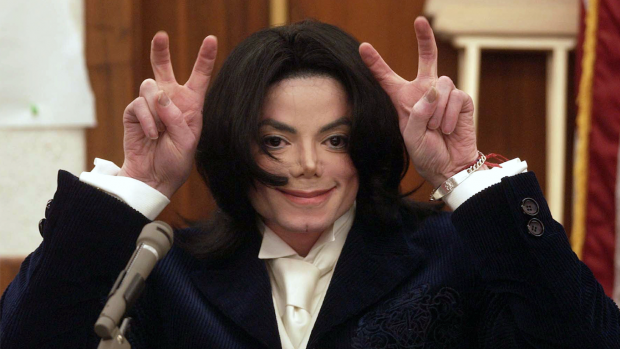 Nieuwe beelden laten bizarre kant van Michael Jackson zien