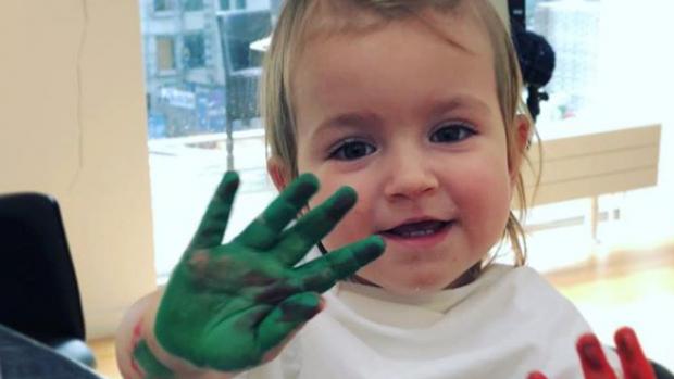 ZIEN: Estavana heeft handen vol aan dochtertje