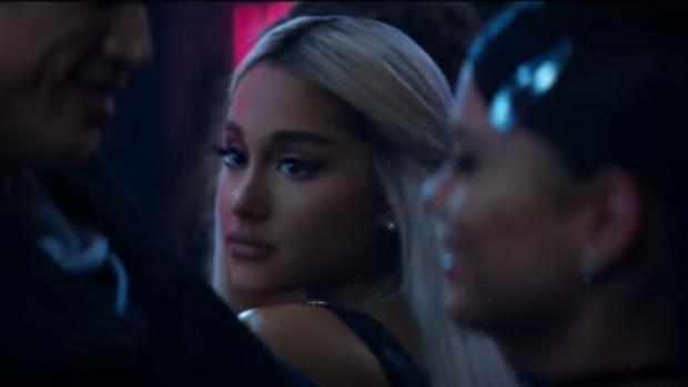 Reggie uit Riverdale in nieuwe clip Ariana Grande