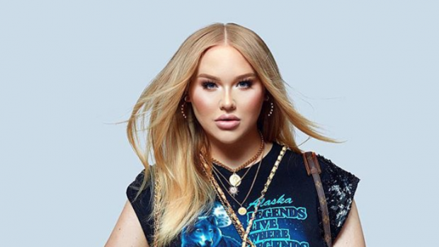 NikkieTutorials is BFF met internationaal supermodel