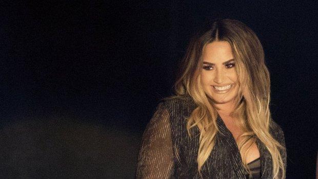 Demi Lovato stuurt zichzelf grote bos bloemen
