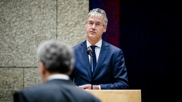 Minister Arie Slob is klaar met de hoge salarissen bij de NPO