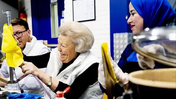 Prinses Beatrix poetst erop los tijdens NLdoet