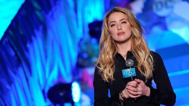Amber Heard innig gespot met regisseur