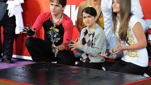 Kinderen Michael Jackson overwegen aanklacht