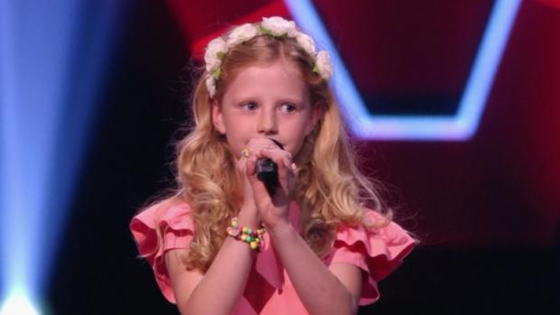 8-jarige Jikke doet iedereen smelten in de Voice Kids