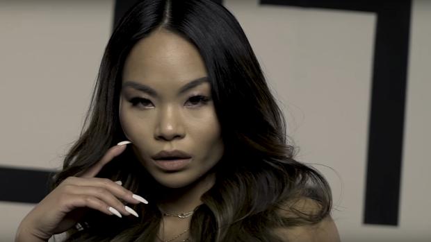 EOTB-Lena zingt over pinpas in nieuwe single 'Swipe Het'