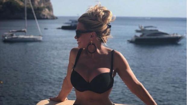 Connie Witteman straalt als nooit tevoren op vakantiekiekjes