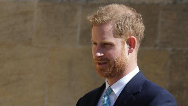 Prins Harry zonder Meghan aanwezig bij paasdienst