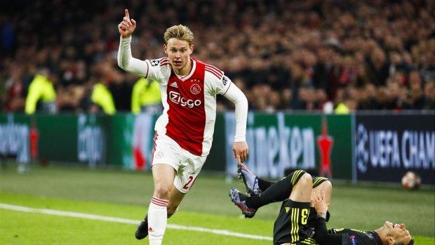 Hier vier jij de derde helft met de Ajax-spelers