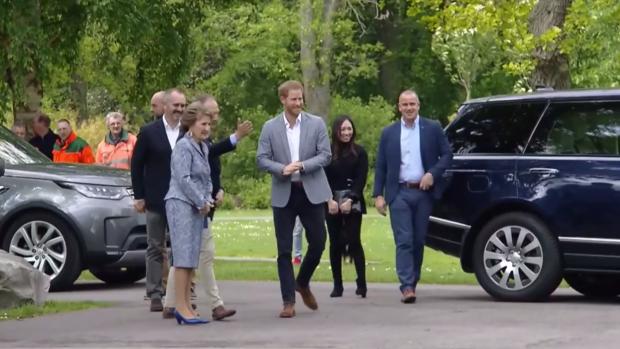 Kersverse vader prins Harry is aangekomen in Nederland