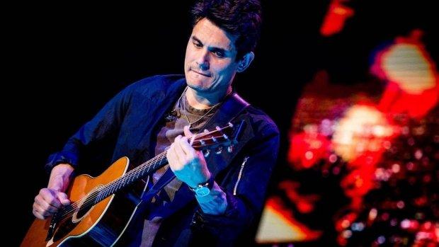John Mayer ontkent romance met Kourtney Kardashian