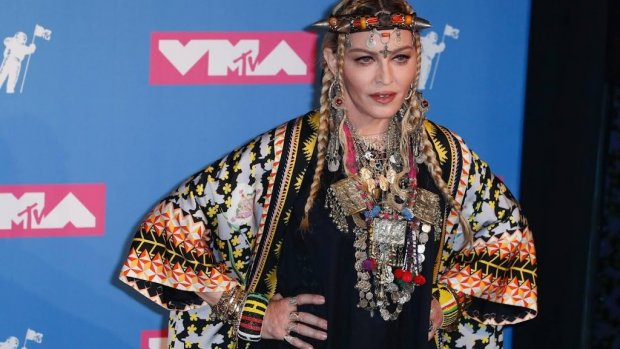Veel kritiek op Madonna bij songfestival