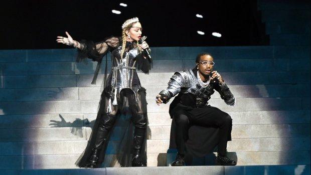 Au! Madonna verbetert haar stemgeluid in songfestivalvideo