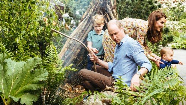 Kensington Palace geeft schattige familiefoto's vrij
