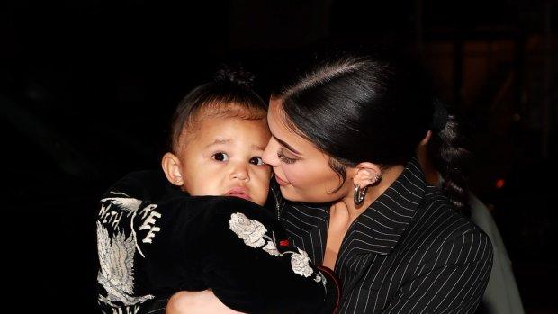 Kylie Jenner met spoed naar ziekenhuis met dochter