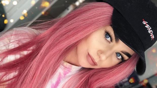Mooi roze is niet lelijk: Roxeanne Hazes gaat voor nieuwe coupe