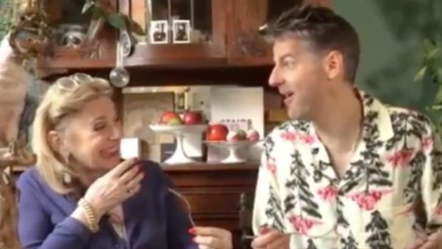 Hilarisch: Janny van der Heijden kookt met DJVT-Vjeze Fur