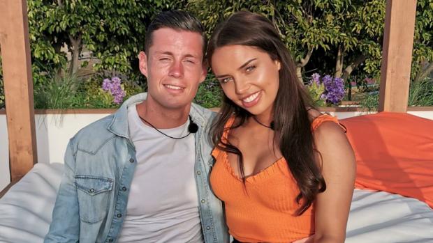 Heeft Love Island-Matthy thuis stiekem een vriendin?