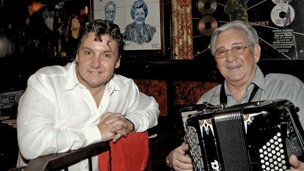Zielig: René Froger eert vader op sterfdag