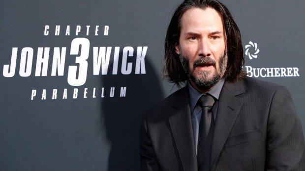 Keanu Reeves veroordeelt geweld in bios Italië