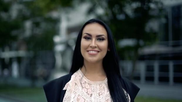 EOTB-Lisa schittert in videoclip van vriendje