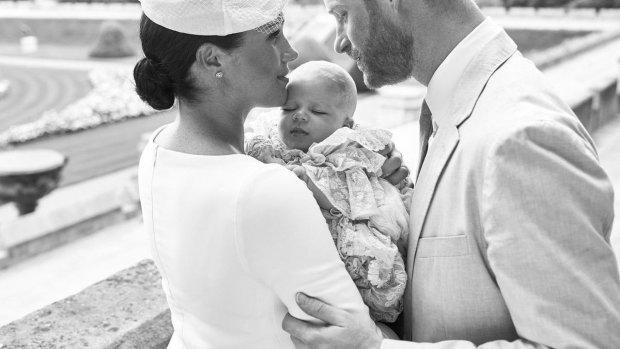 Zoontje prins Harry en Meghan gedoopt