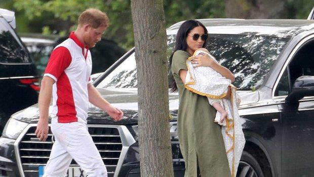 Harry en Meghan trekken eropuit met zoontje Archie
