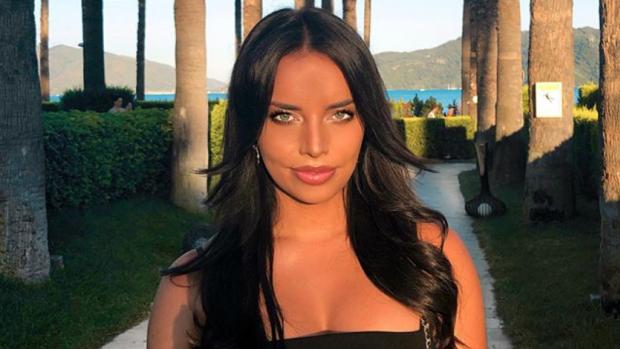 Love Island-Melany deelt pikant kiekje op vakantie