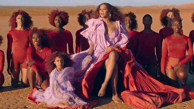 Blue Ivy schittert in videoclip Beyoncé