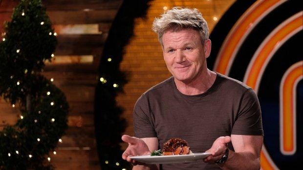 Kijkers zijn in shock: Gordon Ramsay eet cavia op tv