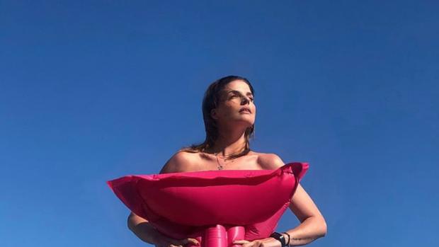 Manon Meijers gaat voor gewaagde vakantieoutfit