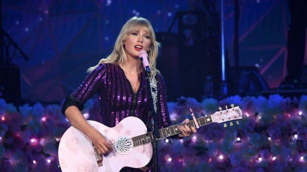 Taylor Swift mag Teen Choice Icon Award in ontvangst nemen